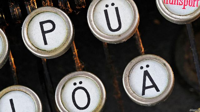 Клавиши пишущей машинки с иностранным шрифтом