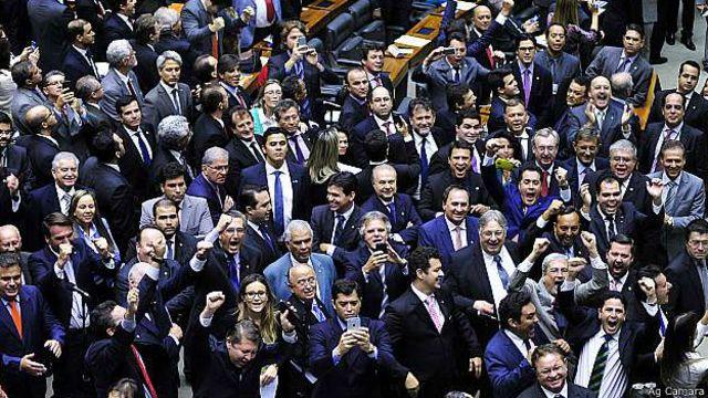 Câmara aprovou PEC que prevê financiamento privado de partidos