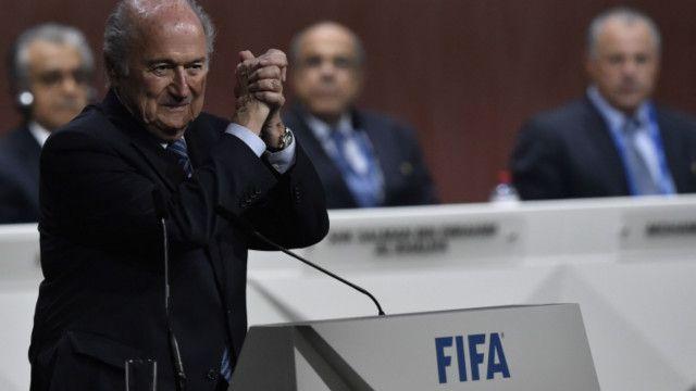 今年79歲的國際足聯現任主席布拉特在周五(29日)舉行的投票中擊敗唯一的競爭對手、來自約旦的阿里王子而再度當選,這也是他第五度連任。