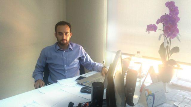 """Gönüllü hesap yöneticisi Can Poyraz: """"Mesela ben CHP'nin başka bir yüzüyüm, partiyi ileriye götürmek istiyoruz."""""""