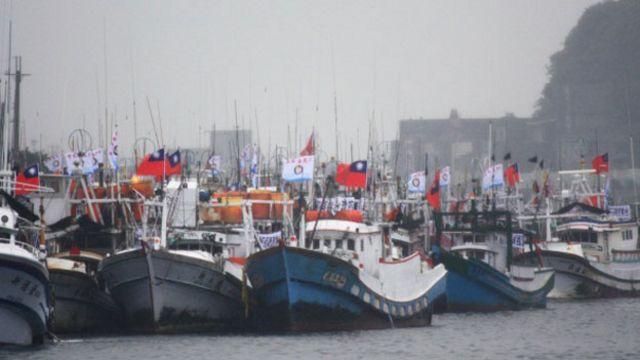 大批漁船示威