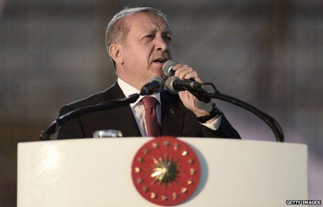 ظل أردوغان رئيسا للوزراء منذ 2003 حتى انتخابه رئيسا العام الماضي.