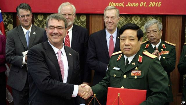 Việt Nam và Hoa Kỳ ký tuyên bố hợp tác quốc phòng với bản tuyên bố mang tính 'tầm nhìn chung'.