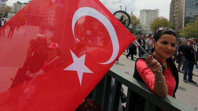 يحظر إجراء استطلاعات رأي في تركيا ذات صلة بالانتخابات البرلمانية في الأيام العشرة الأخيرة من الحملة الانتخابية.