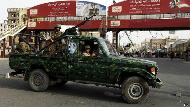 يقول التحالف إن الغارات تستهدف مواقع الحوثيين وحلفائهم