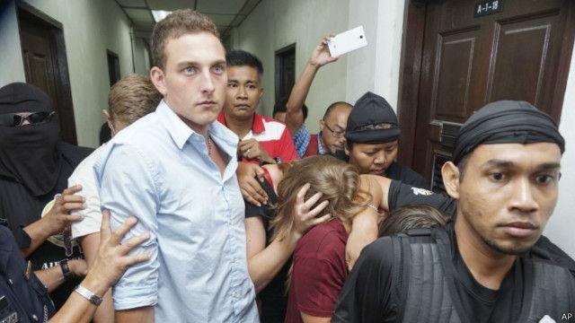 أغضب السياح الأجانب السكان المحليين بتعريهم وتبولهم على جبل كينابالو المقدس