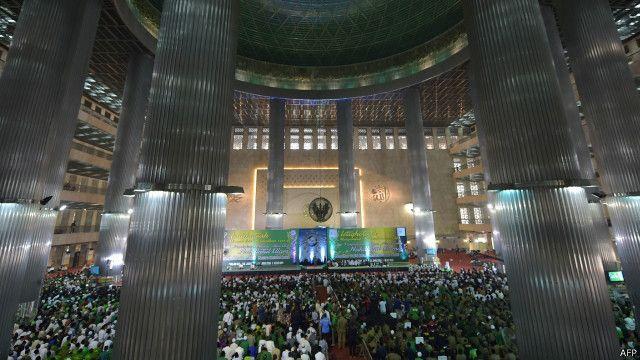 Pembukaan Munas ulama NU di masjid Iqtiqlal, Minggu (14/06), kembali menyuarakan dukungan terhadap model Islam Nusantara.