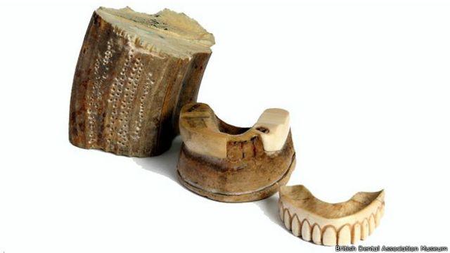 La opción más barata eran las prótesis hechas totalmente de marfil, incluidos los dientes.