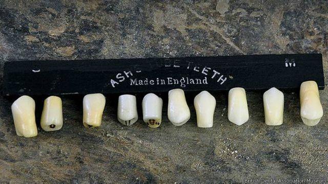 """Estos son los """"dientes tubo"""" de Claudius Ash."""