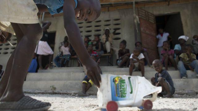 Miles de haitianos indocumentados han salido de forma voluntaria de República Dominicana para evitar que los deporten.