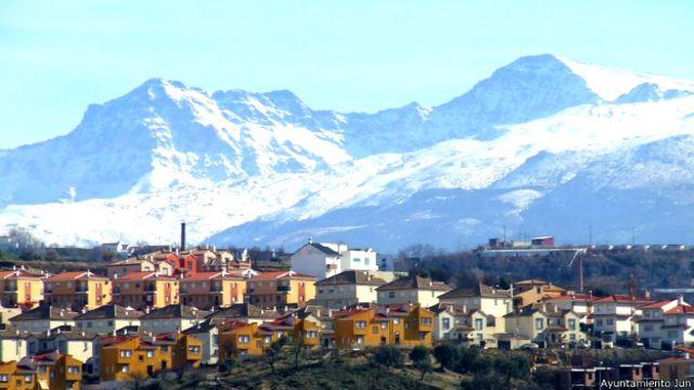 Jun es un pueblo de algo más de 3.500 habitantes.