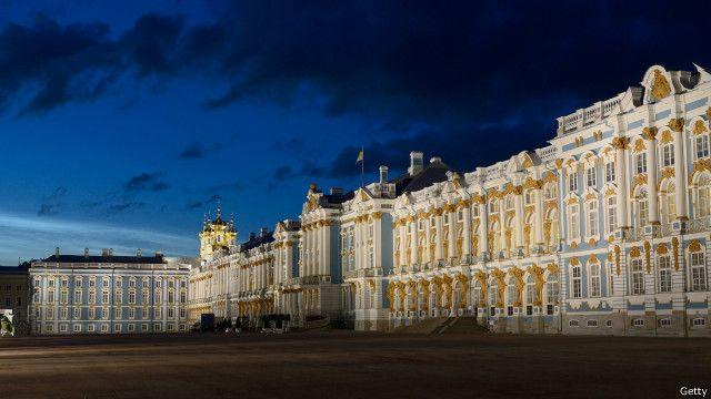 در سنت پترزبورگ در شمال روسیه طول روز در ماه ژوئن تا ۲۲ ساعت هم میرسد