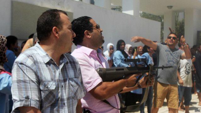 پس از حمله ماموران امنیتی در محل حضور یافتند