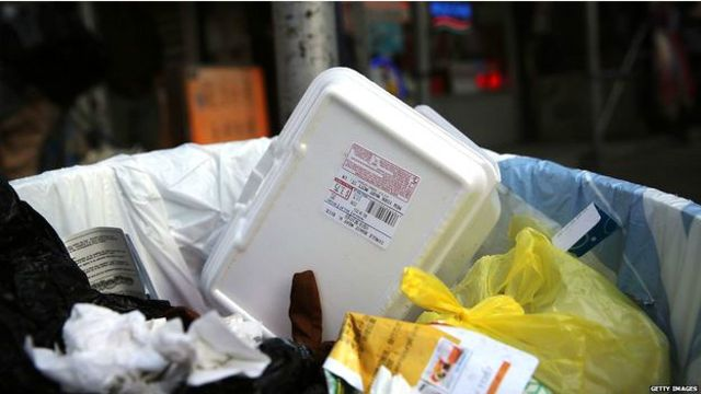 Ada miliaran wadah makanan yang terbuat dari styrofoam menjadi sampah di AS setiap tahun.