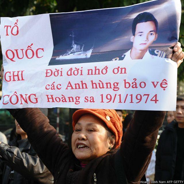 Biểu ngữ ở Việt Nam nhắc đến trận Hoàng Sa