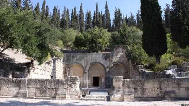 مدينة الموتى في بيت شعاريم في إسرائيل، وهي سلسلة من سراديب المقابر التي تعود إلى القرن الثاني قبل الميلاد، والتي كانت تستخدم كمقابر لليهود.