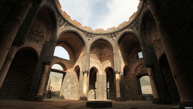 حصن ديار بكر وحدائق هافسيل شرقي تركيا، التي تعود إلى العصر الروماني.