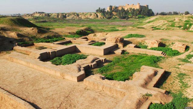 مدينة شوشان القديمة  في إيران، التي تعرف بالفارسية باسم سوسة ، وهي من أكبر المواقع الأثرية في العالم، وتضم آثار حضارة العيلاميين.