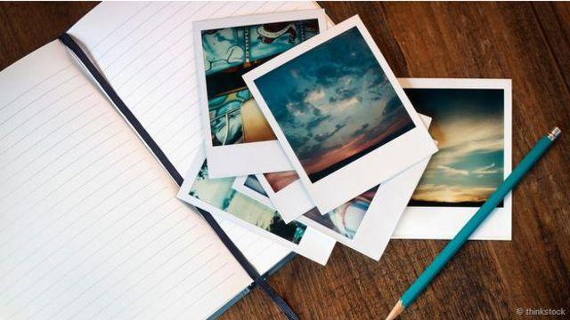 Unas fotos sobre un cuaderno