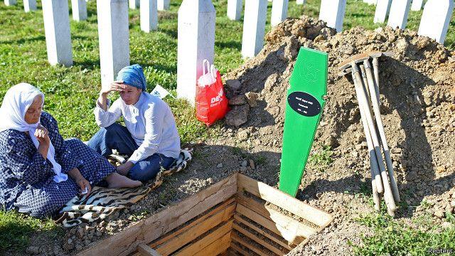 در مراسم امروز جسد ۱۳۶ نفر از قربانیان کشتار سربرنیتسا که هویت آنها از طریق آزمایش دیانای شناسایی شده، تشییع میشود