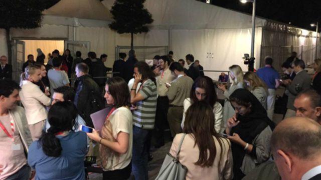 Развитие событий вокруг договоренности по Ирану освещают десятки журналистов