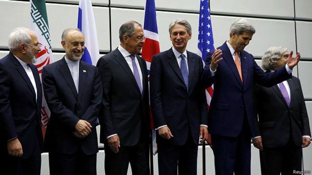 Los ministros de Exteriores de Irán y Rusia y el secretario de Estado de Estados Unidos, entre otros, posan para la foto.