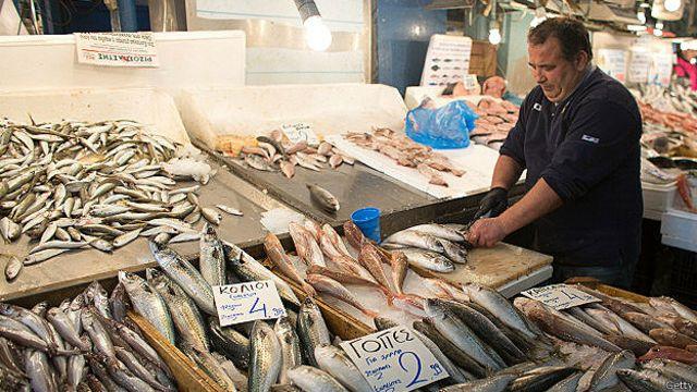Secara rata-rata manusia mengambil populasi ikan dewasa dalam skala 14 kali lebih cepat dari yang dilakukan oleh predator hewan laut.