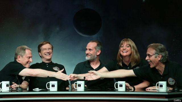 El equipo a cargo de la misión, feliz durante una de las conferencias de prensa.