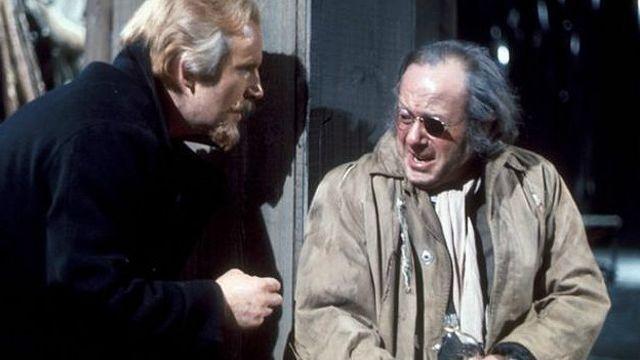اوبری موریس (نفر سمت راست) در 'پیر گینت' نوشته هنریک ایبسن محصول بی بی سی