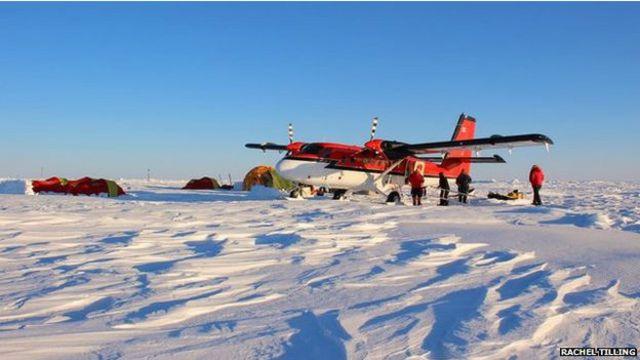 Peneliti mendirikan perkemahan di atas es di Lincoln Sea, sebelah utara Greenland