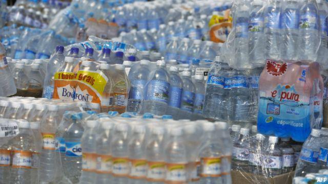 El meganegocio de extraer agua y venderla hasta 494 veces más cara