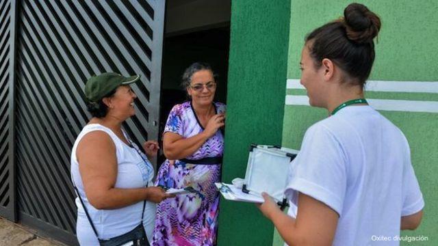 Campaña para explicar el uso de mosquitos transgénicos contra el dengue en el municipio brasileño de Piracicaba, estado de Sao Paulo.