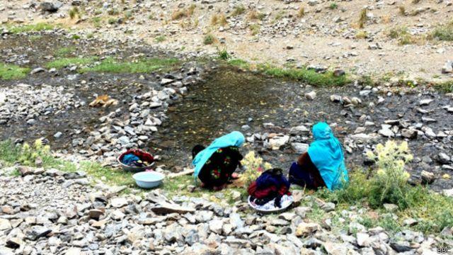 مردم در روستاها با امکانات اولیه زندگی دست به گریبان اند