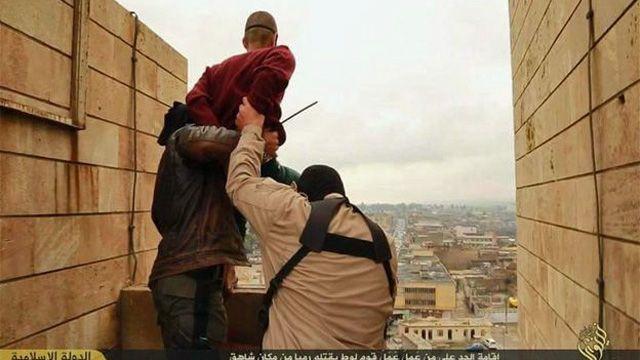 Мужчина, подозреваемый в гомосексуализме, и боевики ИГ