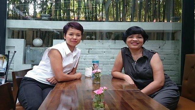 Bà Nguyễn Ngọc Anh (trái) giáo viên tại Lyon (Pháp) và Nguyễn Hoàng Ánh, giảng viên đại học tại Hà Nội, đại diện cho 'Tôi và Sứ quán'