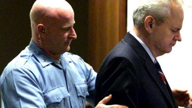 Режим Милошевича в 2000 году свергла, среди прочих, Демократическая партия Сербии