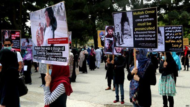 این معترضان همچنین از سیاستهای دولت انتقاد کردند.