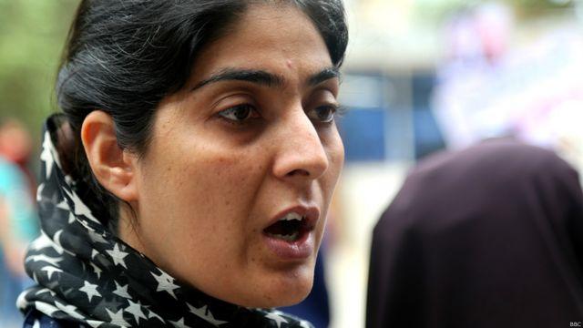 """سیلی غفار از برگزارکنندگان این راهپیمایی به بیبیسی گفت: """"گروه طالبان در مورد زنده بودن یا مرگ ملا عمر نمیدانند . پاکستان برای این گروه میگوید که چه کاری کنند و یا نکنند."""""""