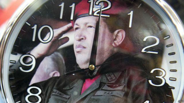 Hugo Chávez le pone rostro a un reloj a la venta en Caracas