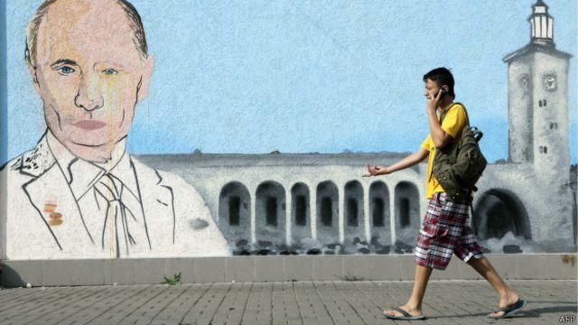 Un grafiti con la cara de Putin en el centro de Simferopol,