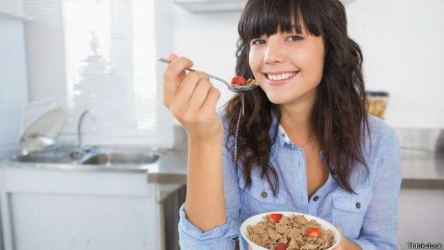Aunque hacer ejercicio es importante para eliminar la grasa visceral, una alimentación balanceada es crucial para tener una buena salud.