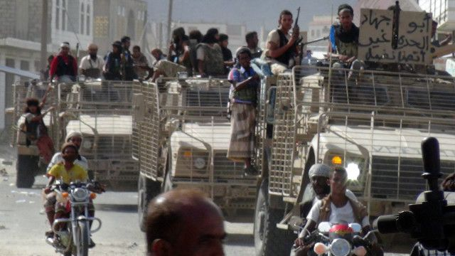 قوات يمنية حكومية، مدعومة من التحالف الدولي الذي تقوده السعودية، التي تسيطر عليها قوات حوثية، في العاشر من أغسطس/آب