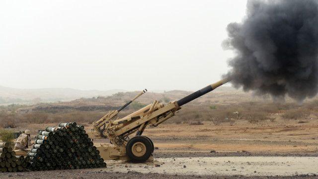 قوات سعودية بالقرب من الحدود تقصف معاقل للحوثيين