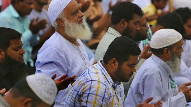 नमाज पढ़ते मुसलमान