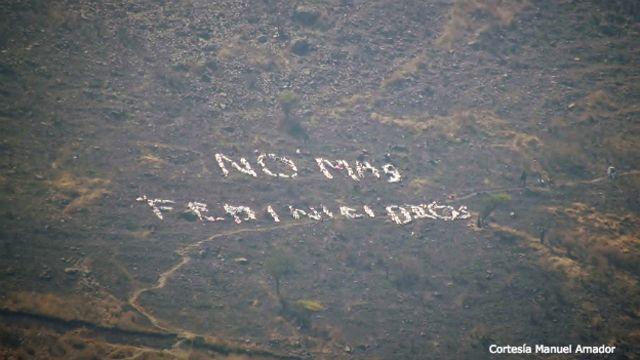"""""""No más feminicidios"""", en un cerro de Ecatepec"""