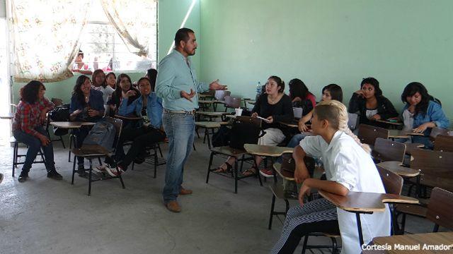 Clase de Manuel Amador en Ecatepec