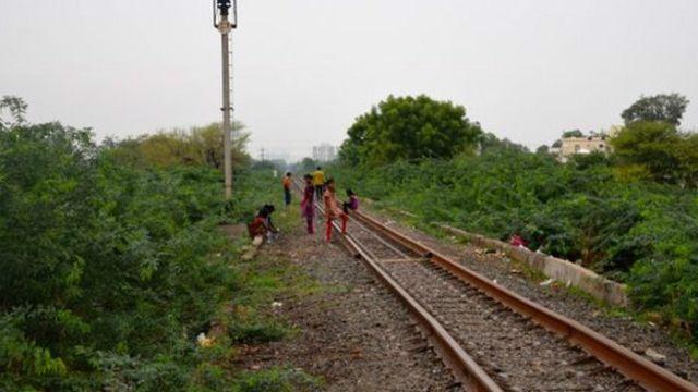 Hindistanda əhalinin yarısı – 590 milyon insan təbii ehtiyacını açıq havada icra edir.