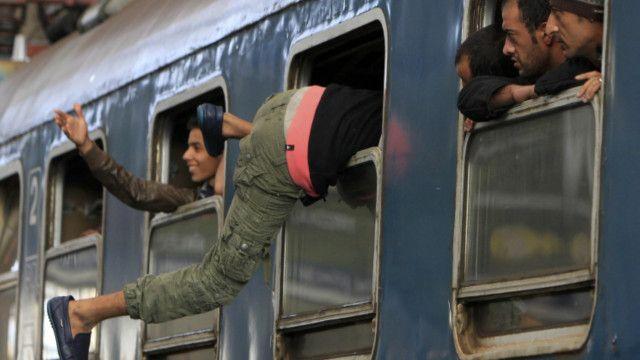 قالت السلطات المجرية إنها لن تسمح لأحد بمغادرة أراضيها دون تسجيل.