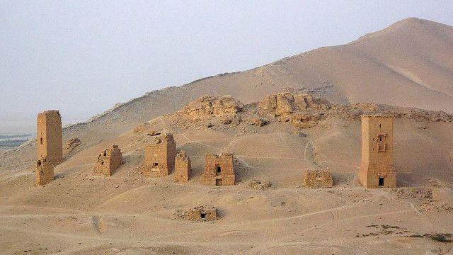"""""""دره مقبره ها"""" در تپه های جنوب و غرب شهر باستانی پالمیرا واقع است"""