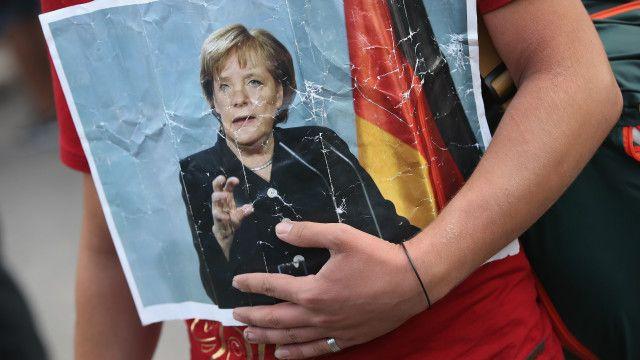 جرمنی نے دسمبر تک آٹھ لاکھ پناہ گزینوں کو اپنے ہاں بسانے پر آمادگی ظاہر کی ہے